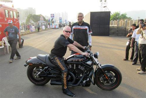 Manan with 5-times world champ V-rod racer.