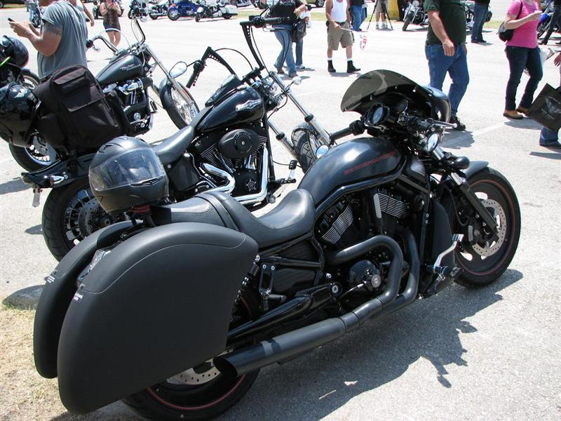 Turning A V Rod Into A Tourer Bikers Choppers Motorcycle